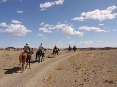 Randonnée à cheval au MAROC : LE DJEBEL SIROUA , PAYS DU SAFRAN